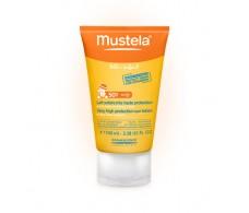 Mustela Leche solar muy alta protección Cara y cuerpo SPF50+.Bebés y niños 100 ml.