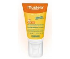 Mustela Leche Solar especial Facial SPF 50 40ml.